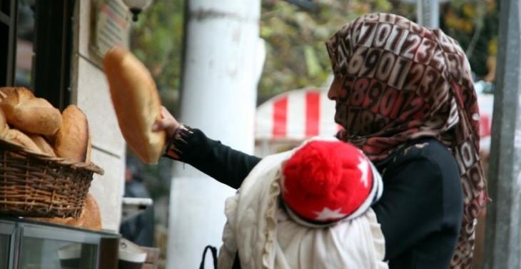 Halk yoksulluktan askıda ekmeğe yöneldi