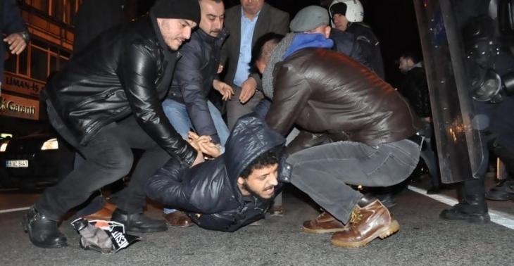 İzmir'de Ankara Katliamı anmasında gözaltına alınan 17 kişi serbest