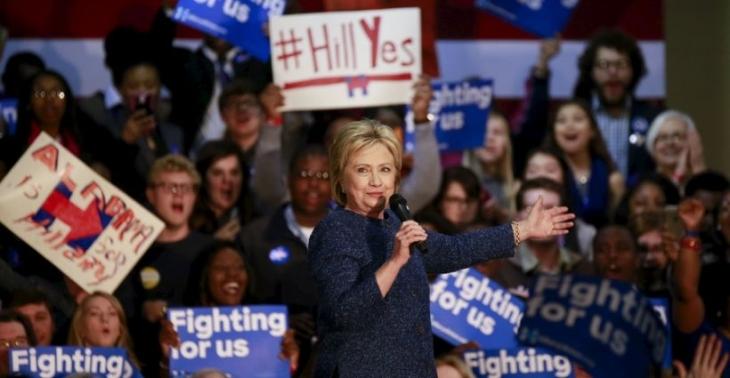 Clinton, Güney Carolina'da Sanders'ı geride bıraktı