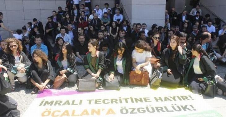 Avukatlar, Öcalan'a yönelik tecridi protesto etti