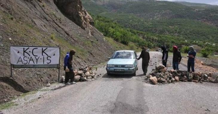 Bingöl karayolunda bir polis kaçırıldı