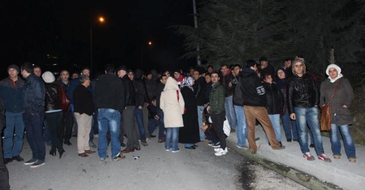 Ek zam talepleri kabul edilmeyen Haribo işçileri fabrika önünde direnişte