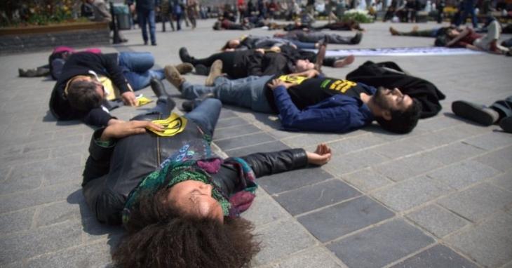 Greenpeace'ten eş zamanlı protesto
