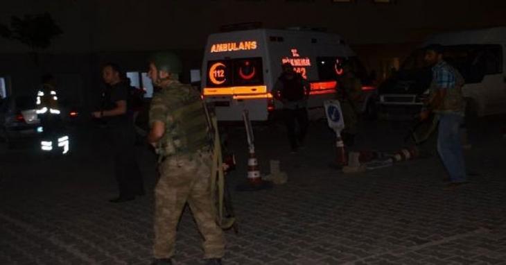 Karakola intihar saldırısı: 2 ölü 31 yaralı