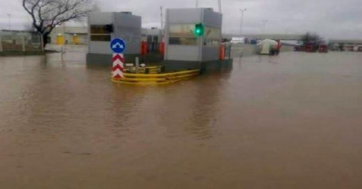 Bulgaristan gümrüğünü su bastı