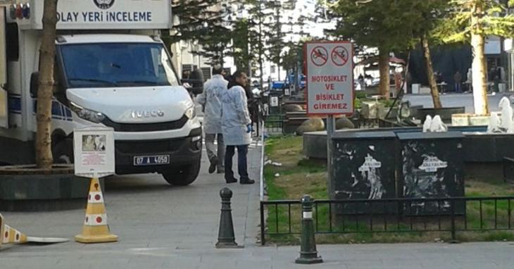 Antalya'da çöp kovasında maytap patladı: 2 yaralı