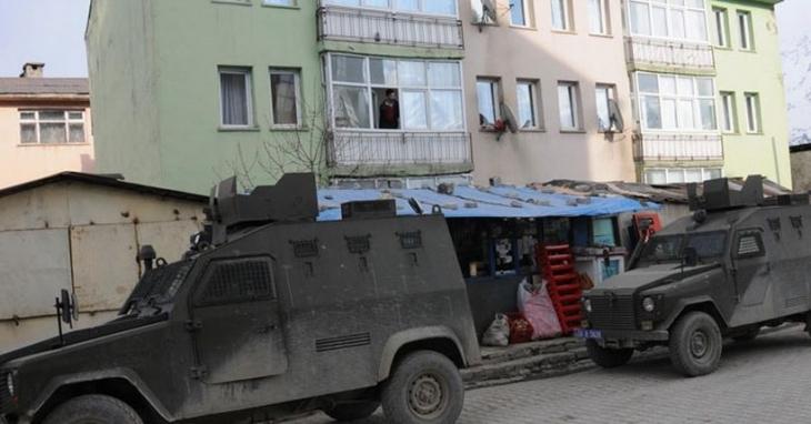 Yüksekova'da zırhlı araca bombalı saldırı: 2 polis ile 1 asker yaşamını yitirdi