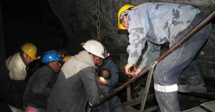 Açlık grevindeki 34 madenci hastaneye kaldırıldı