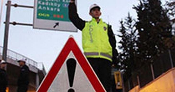 İstanbul'da Koç'un cenazesi sebebiyle bazı yollar trafiğe kapatıldı
