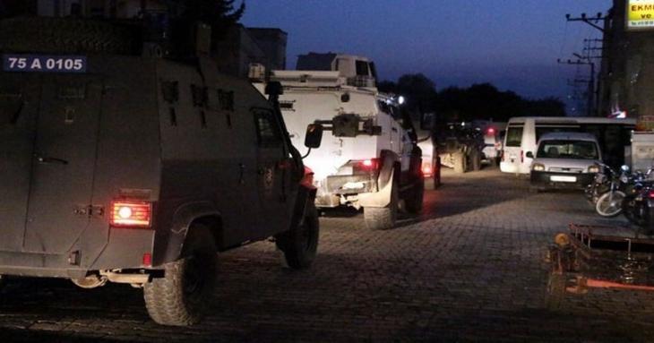 Nusaybin'de polis aracına roketli saldırı: 1 polis yaşamını yitirdi