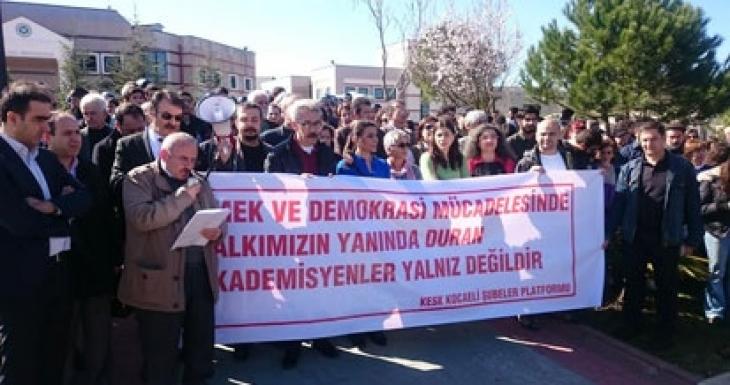 Kocaeli Üniversitesi'nde imzacı akademisyenler savunmalarını verdi