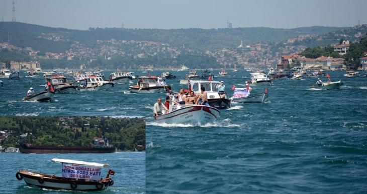 İstanbul Boğazı'nda yüzlerce tekne eylem yaptı