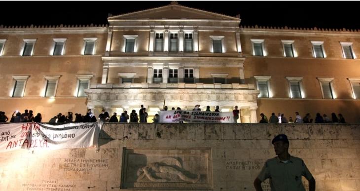 Atina'da 'geri adım atmıyoruz' eylemi