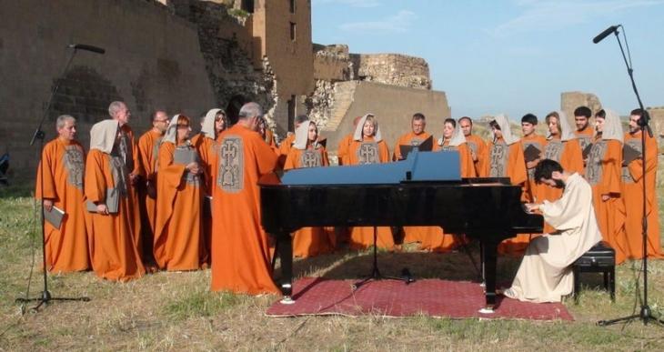 Tigran Hamasyan Ani Harabeleri'nde konser verdi