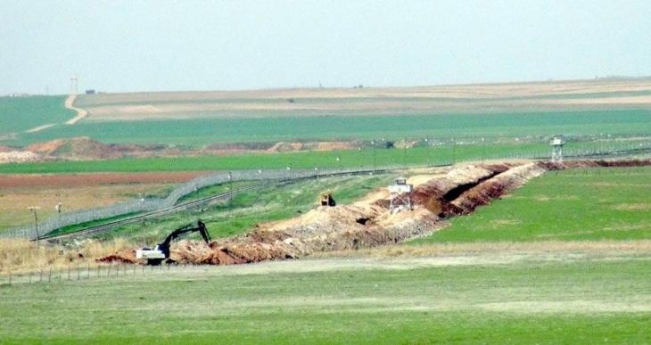 Nusaybin'de sınıra hendek kazılıyor