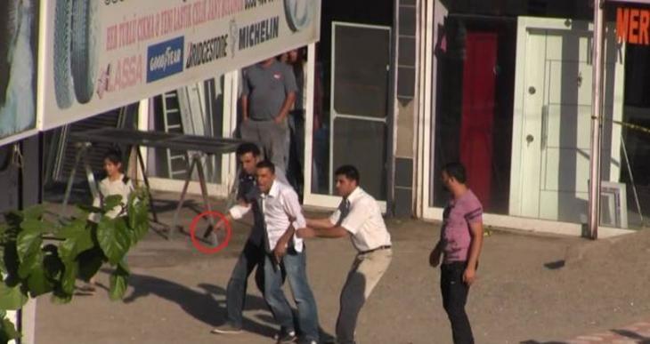 Diyarbakır'da sokak ortasında silahlı çatışma