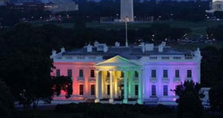 Beyaz Saray mahkeme kararıyla gökkuşağı renklerine büründü