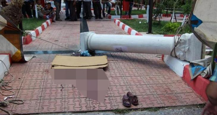 Pazarda üstüne beton sütun düşen kadın hayatını kaybetti