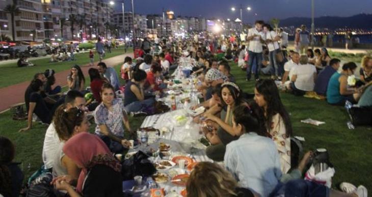 İzmir'de yeryüzü sofrası