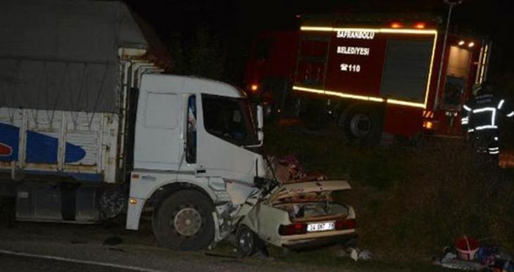 Cenazeye giden araç kaza yaptı: 5 kişi öldü