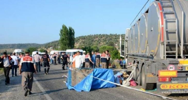 Manisa'da katliam gibi kaza: 15 tarım işçisi öldü
