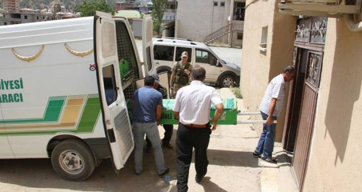Karakol inşaatında çalışan operatör öldü