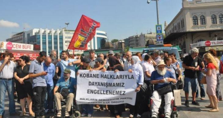 Rojava standının polis tarafından kaldırılması protesto edildi