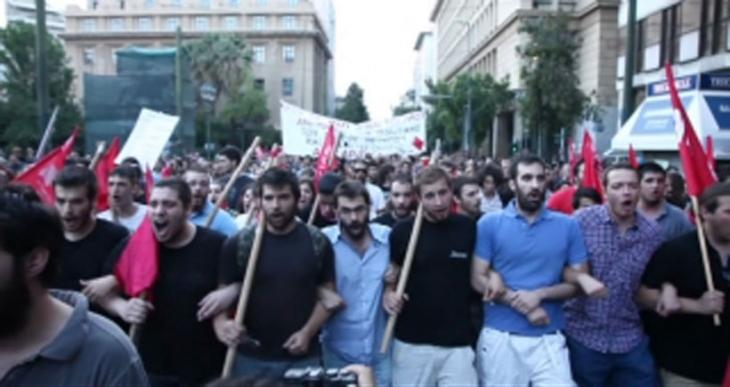 Atina'da acı reçete önerisi protesto edildi
