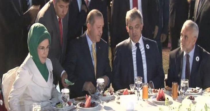 Abdullah Gül dış politikayı eleştirdi Erdoğan cevap verdi