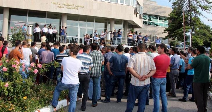 Bayram yevmiyesi verilmeyen madenciler eylem yaptı