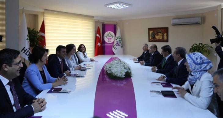 HDP heyeti: AKP ile görüşme olumlu geçti
