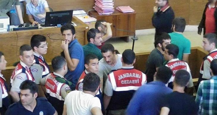 İzmir'de 1 Mayıs olaylarından tutuklanan 10 kişi tahliye edildi