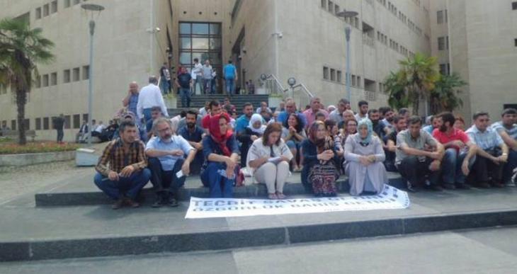 Bursa Adliyesi önünde Öcalan'a özgürlük talebi
