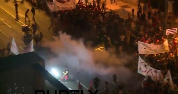 Atina'da polis mitinge gaz bombalarıyla saldırdı