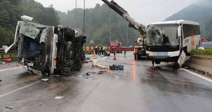 Bayram tatilinde kaza bilançosu ağır: 74 ölü, 377 yaralı