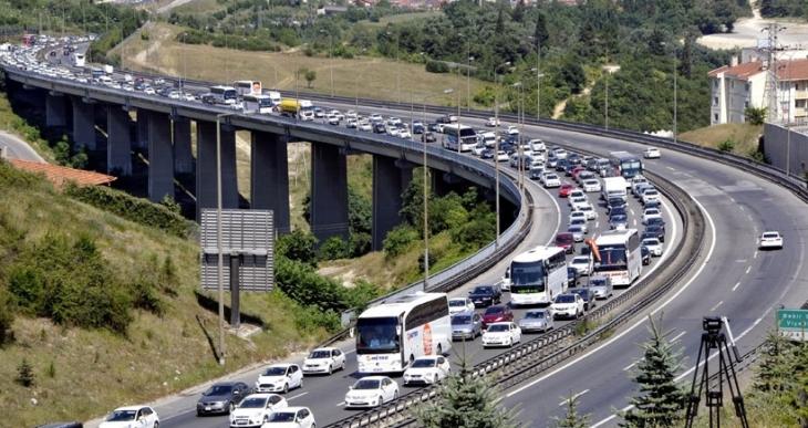 İstanbul'a dönüş trafiği öğleden sonra yoğunlaştı