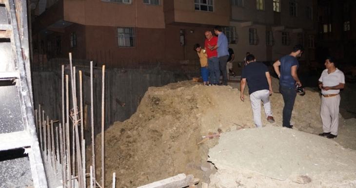 Küçükçekmece'de yıkılma tehlikesi bulunduğu iddia edilen 4 bina boşaltıldı