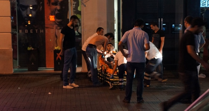 Taksim'de kurşunlar havada uçuştu: 4 yaralı