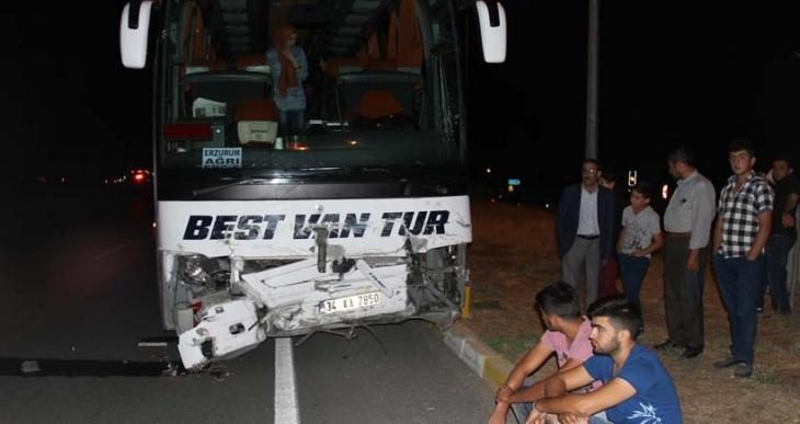 Kına gecesi dönüşü kaza: 3 ölü, 4 yaralı