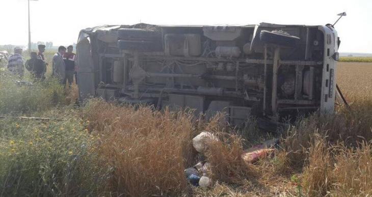 Tarım işçileri kaza yaptı: 3 kişi öldü, 30 kişi yaralandı