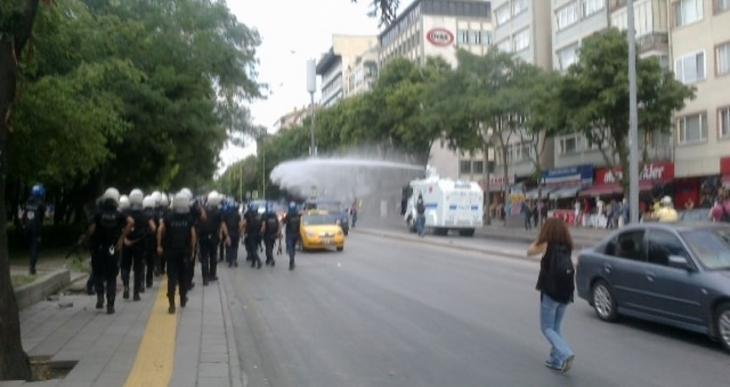 Ankara'da Barış Yürüyüşü'ne polis saldırısı