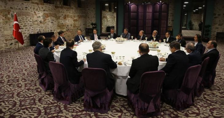 Başbakan Davutoğlu kimi genel yayın yönetmenleriyle biraraya geldi