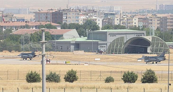 Diyarbakırlılardan hükümete çağrı: Savaştan yol yakınken dönün
