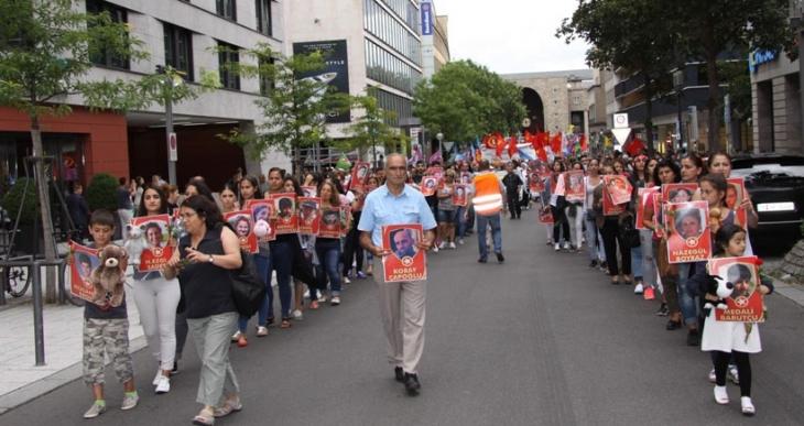 Suruç kaliamı ve savaş politikaları  Stuttgart'ta protesto edildi