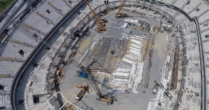 Beşiktaş Vodafone Arena inşaatında çatı iskelet koptu: 2 işçi yaralandı