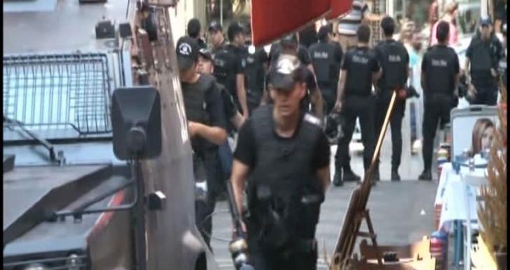 Kadıköy'de kütüphaneye polis baskını