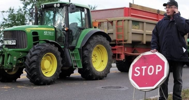 Fransız çiftçiler sınır nöbetinde