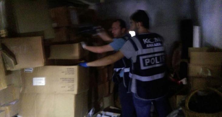 Ankara'da bir gecekonduda asker ve polise ait malzemeler ele geçirildi