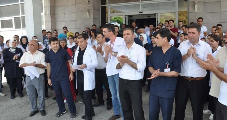 Bitlis'te sağlıkçıya şiddet kınandı