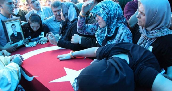 Ölen askerlerin yakınlarından hükümete öfke: Yeter başka canlar yanmasın